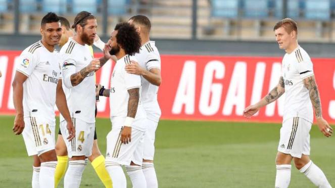 Pemain Real Madrid rayakan kemenangan.