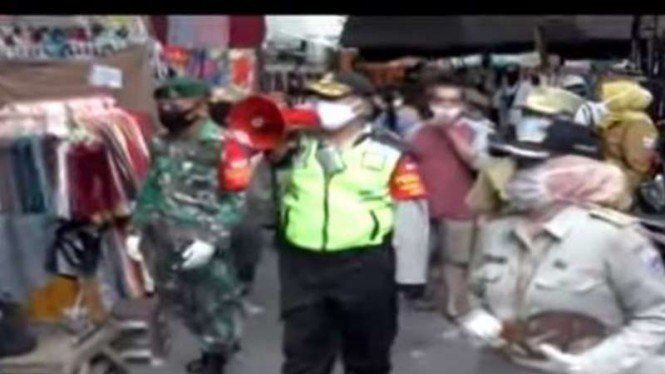 Pedagang di Jalan Jati Baru Tanah Abang ogah ikut rapid maupun swab test