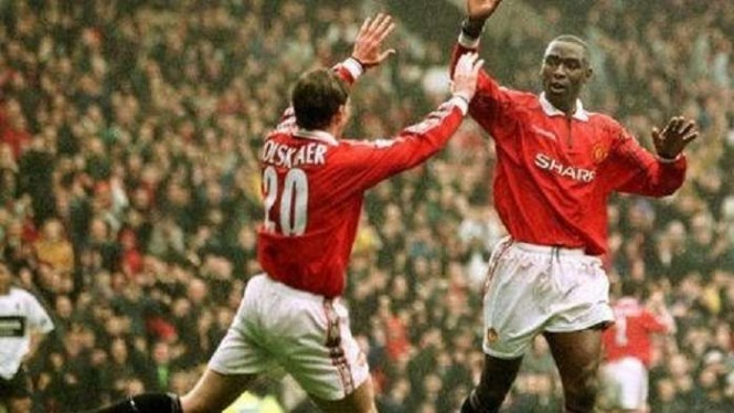 Andy Cole (kanan)