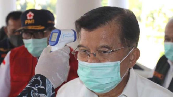 Ketua Palang Merah Indonesia (PMI) Jusuf Kalla (JK), di Jatim.