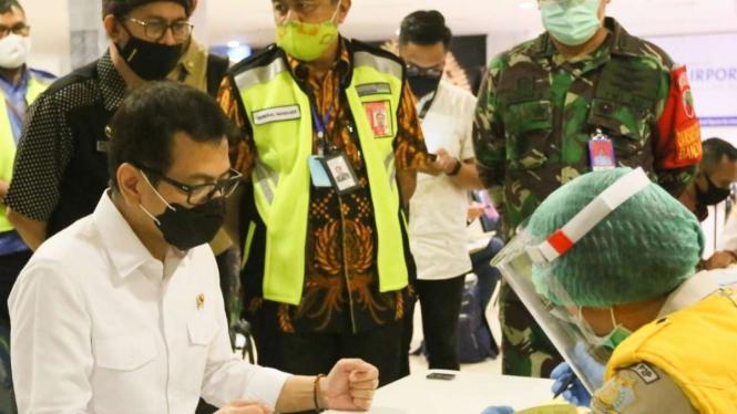 Menteri Pariwisata saat mengecek kesiapan Bandara Ngurah Rai Bali.