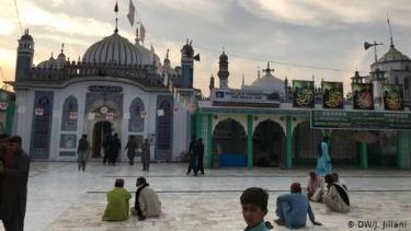 https://thumb.viva.co.id/media/frontend/thumbs3/2020/06/17/5eea105182495-intelektual-pakistan-kembali-jadi-korban-uu-penistaan-agama_375_211.jpg