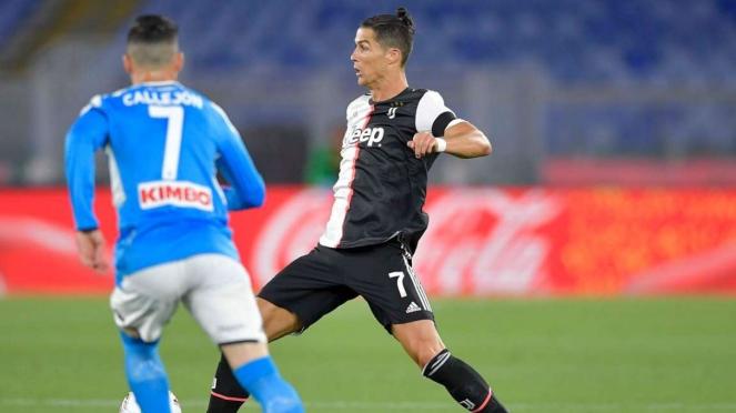 Ronaldo saat berduel dengan Jose Maria Callejon