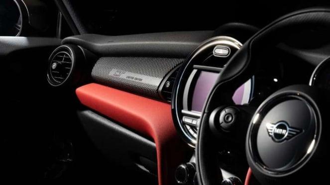 Kabin mobil MINI GT Edition yan