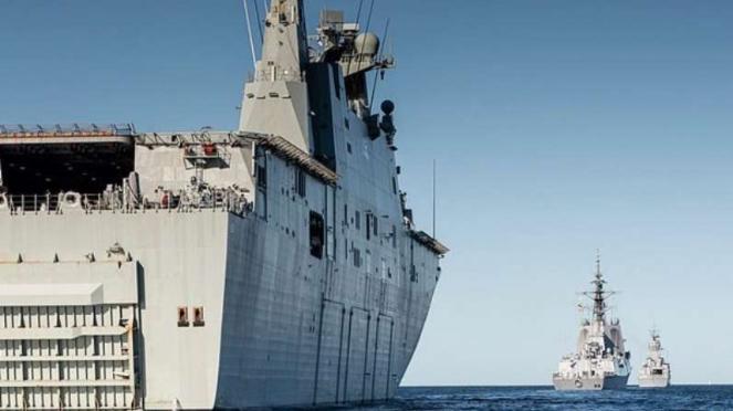 VIVA MIliter: Kapal perang Angkatan Laut Australia (RAN), HMAS Canberra