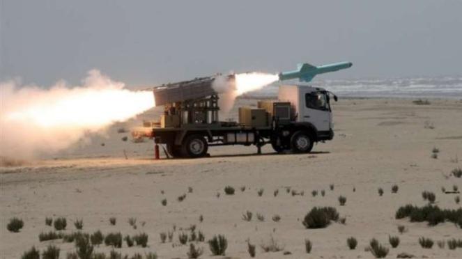 VIVA Militer: Kendaraan sistem pertahanan laut Iran menembakkan rudal