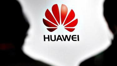 https://thumb.viva.co.id/media/frontend/thumbs3/2020/06/18/5eeb6eb4482f8-soal-revisi-aturan-penjualan-teknologi-ke-china-amerika-kami-bukan-mau-bantu-huawei-tapi_375_211.jpg