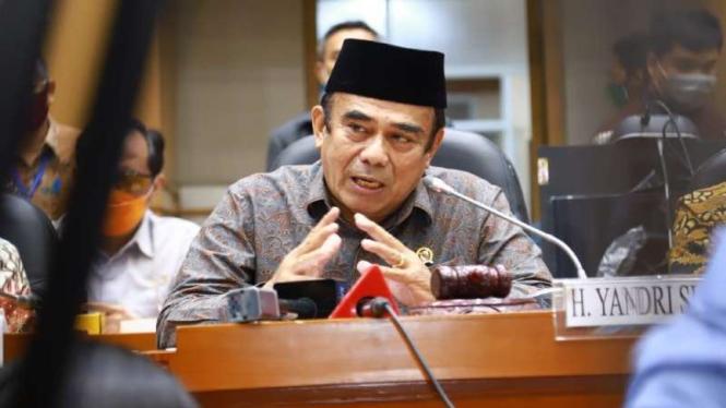 Menteri Agama Fachrul Razi telekonferensi di Gedung DPR RI.