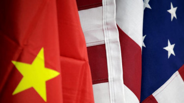 https://thumb.viva.co.id/media/frontend/thumbs3/2020/06/19/5eeca1bbdc3be-buat-eropa-perang-teknologi-amerika-china-lebih-bahaya-dari-corona-bagai-makan-buah-simalakama_375_211.jpg