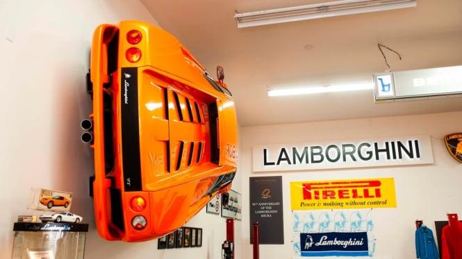 Panjangan dinding Lamborghini.
