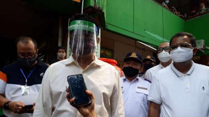 Wagub DKI Jakarta A Riza Patria mengunjungi Pasar Palmerah Jakarta