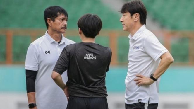 Indra Sjafri bersama Shin Tae-yong