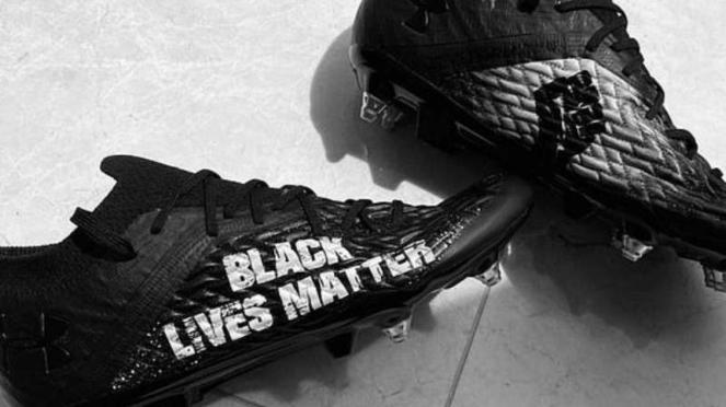 Sepatu Khusus pemain Liverpool, Trent Alexander-Arnold
