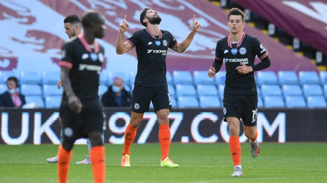Striker Chelsea, Olivier Giroud (tengah), merayakan gol
