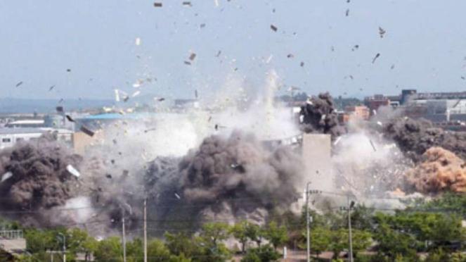 VIVA Militer: Peledakan kantor komunikasi Korea Utara dan Korea Selatan.