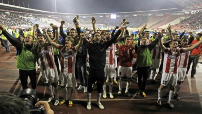 Pemain Red Star Belgrade merayakan gelar juara Serbian SuperLiga