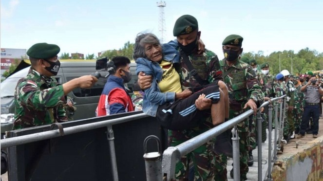 VIVA Militer: Nenek Sumiyati Pulang Kampung ke Kediri