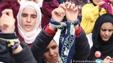 https://thumb.viva.co.id/media/frontend/thumbs3/2020/06/23/5ef1912f70bff-aktivis-kemanusiaan-jerman-ajukan-rezim-suriah-ke-pengadilan-atas-kekerasan-seksual_375_211.jpg