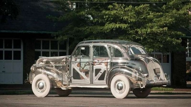 Mobil Pontiac Deluxe SIx lansiran 1939 yang bodinya dibuat dari bahan plastik