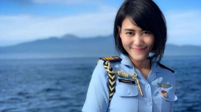 VIVA Militer: Sandhyca Putrie, Ajudan Ibu Iriana Berpangkat Kapten