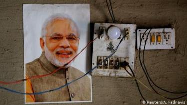 https://thumb.viva.co.id/media/frontend/thumbs3/2020/06/23/5ef20059ac928-arus-pengungsi-hindu-asal-pakistan-disambut-kelompok-hindu-garis-keras-di-india_375_211.jpg