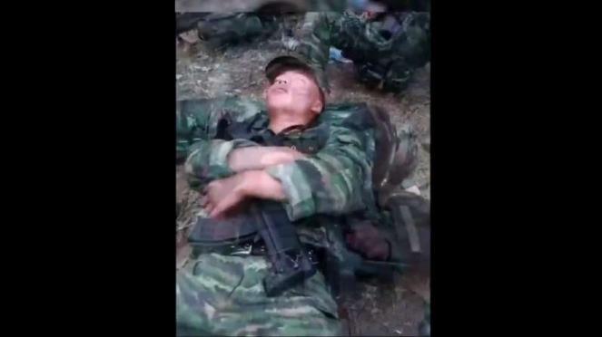VIVA Militer: Tentara China tidur siaga.