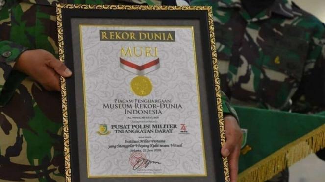 VIVA Militer: Piagam Penghargaan Rekor MURI Untuk Puspomad TNI AD