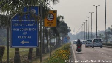https://thumb.viva.co.id/media/frontend/thumbs3/2020/06/24/5ef32c801f79a-india-dan-pakistan-saling-usir-diplomat-dengan-tuduhan-spionase_375_211.jpg