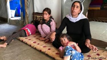 https://thumb.viva.co.id/media/frontend/thumbs3/2020/06/24/5ef34bfe03a3a-trauma-pembantaian-sinjai-hantui-perempuan-yazidi-yang-lolos-dari-isis_375_211.jpg