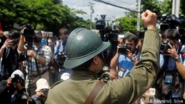 https://thumb.viva.co.id/media/frontend/thumbs3/2020/06/24/5ef34fa7f203d-aktivis-pro-demokrasi-thailand-tandai-hari-jadi-revolusi-siam_375_211.jpg
