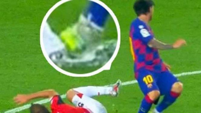 Aksi tercela Lionel Messi.