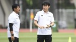 https://thumb.viva.co.id/media/frontend/thumbs3/2020/06/25/5ef38a796eda7-pelatih-timnas-indonesia-shin-tae-yong_151_85.jpeg