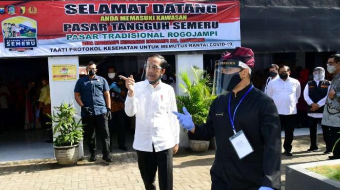 Presiden Joko Widodo Meninjau Pasar Pelayanan Publik di Banyuwangi