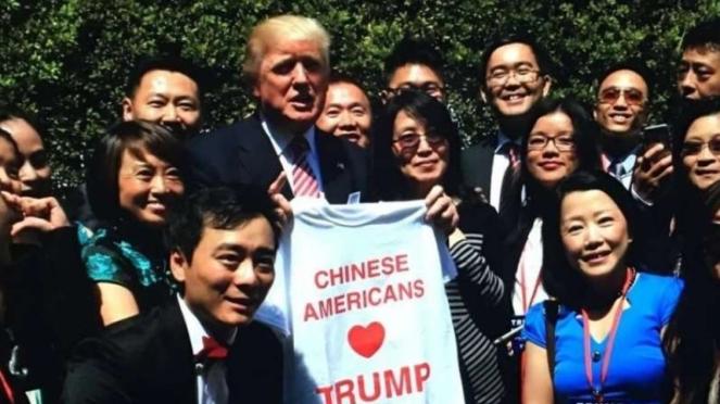 VIVA Militer: Presiden Amerika Serikat, Donald Trump, bersama warga keturunan China
