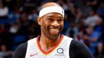 https://thumb.viva.co.id/media/frontend/thumbs3/2020/06/26/5ef4da15384da-pemain-nba-vince-carter_151_85.jpg