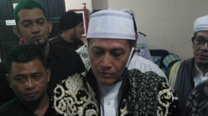 Sultan Pontianak Syarif Machmud Melvin Alkadrie bersama massa saat berdemonstras