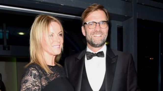 Manajer Liverpool, Juergen Klopp, bersama istrinya, Ulla