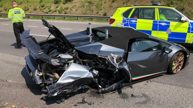 Kecelakaan Lamborghini Performante Spyder.