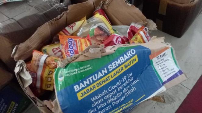 Paket sembako yang terbengkalai di Depok mulai rusak
