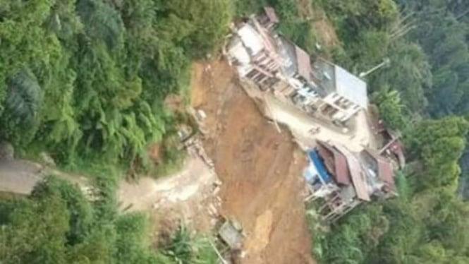 Longsor memutus jalan lintas Palopo-Toraja
