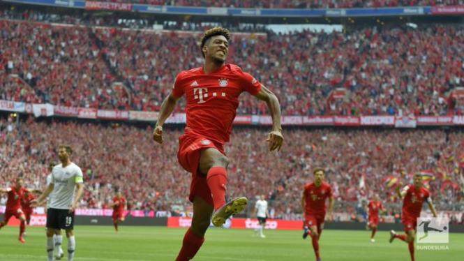 Pemain Bayern Munich rayakan gol Kingsley Coman.