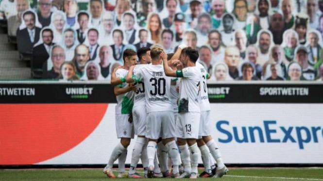 Pemain Borussia Moenchengladbach rayakan gol.