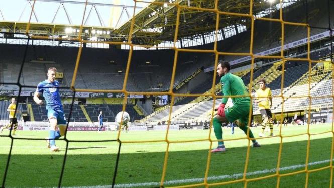 Andrej Kramaric mencetak gol ke gawang Dortmund