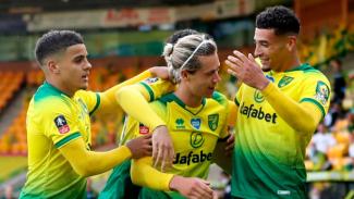 Para pemain Norwich City merayakan gol Todd Cantwell