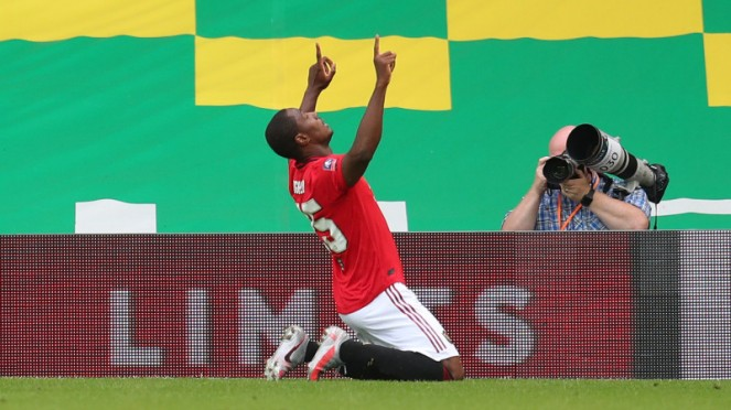 Striker Manchester United, Odion Ighalo, merayakan gol ke gawang Norwich City