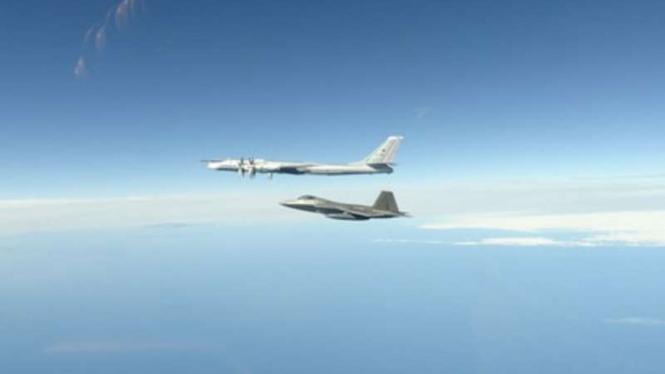 VIVA Militer : Jet Tempur NORAD hadang pesawat militer Rusia