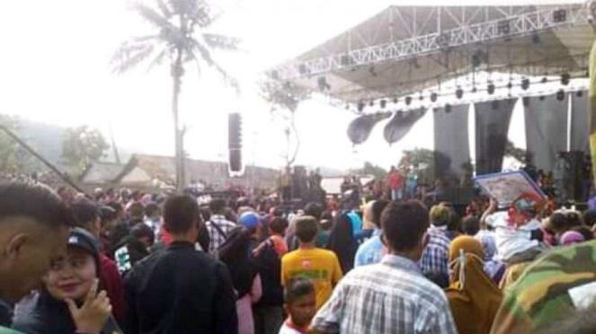 Acara panggung hiburan hajatan di Bogor yang dihadiri Rhoma Irama