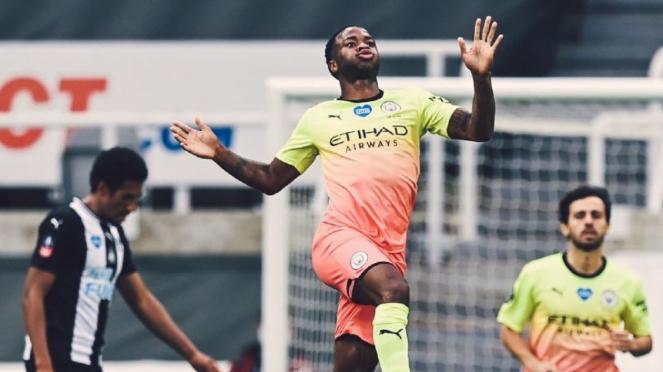 Winger Manchester City, Raheem Sterling, rayakan gol