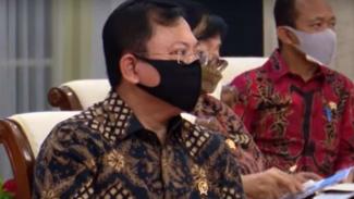 Menkes Terawan saat mendengar pidato Presiden Jokowi