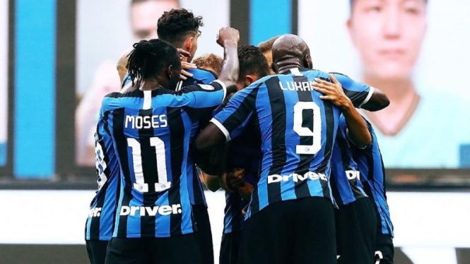Skuad Inter Milan merayakan gol